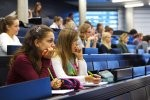 Studenci na sali wykładowej
